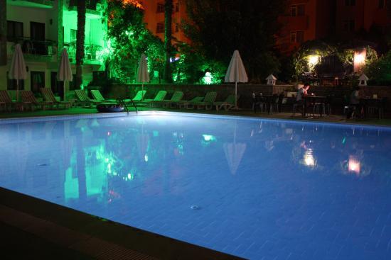 Stone House Hotel : Ночной вид