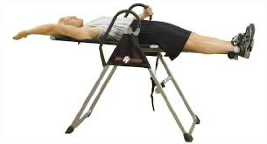 Lanark, Kanada: Get upside down on the inverstion table
