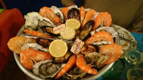 plateau de fruits de mer duo picture of l 39 annexe sete tripadvisor. Black Bedroom Furniture Sets. Home Design Ideas