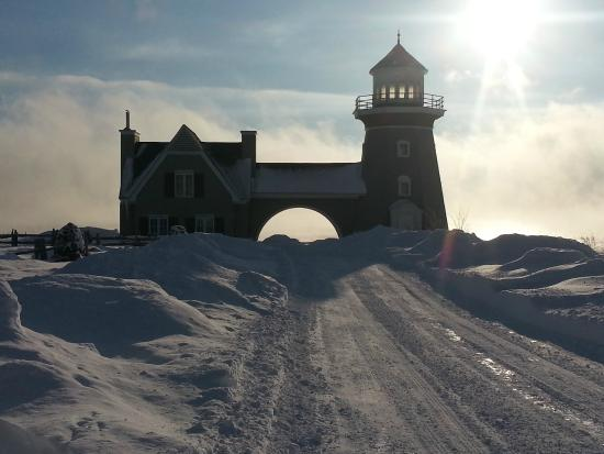 Inn at Cobble Beach Resort and Spa: Lighthouse in the Winter