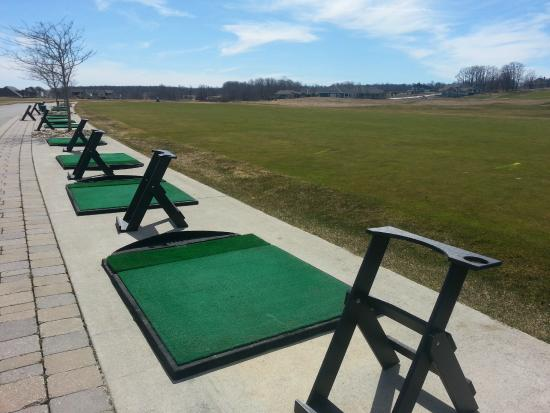 Inn at Cobble Beach Resort and Spa: Driving Range at Cobble Beach