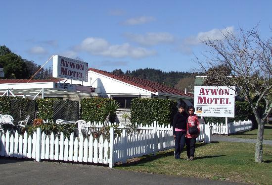 Aywon Motel: Front