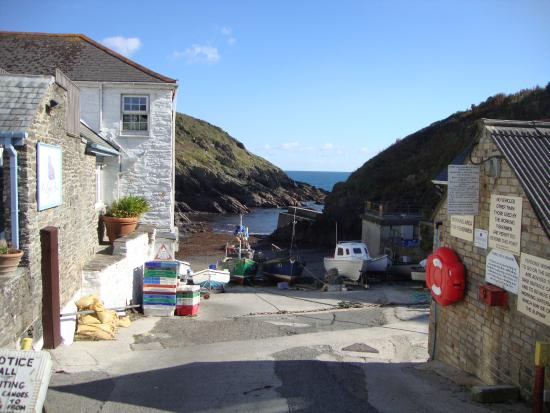 Portloe: Harbour View with Hotel