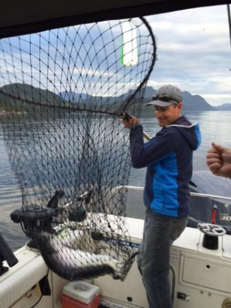 Campbell River, Καναδάς: Mark showing off his master netting skills