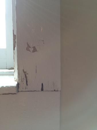 Norfolk, CT: Peeling paint in bathroom