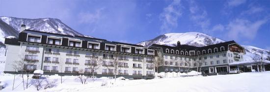 Hakuba Alps Hotel: Front of hotel in Winter
