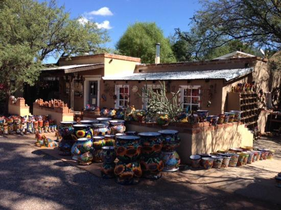 Tubac, Аризона: Some of the pottery.
