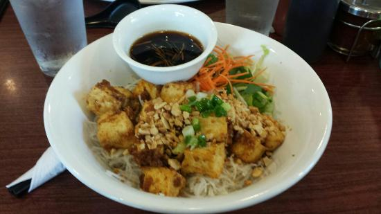 Vivi's Vietnamese Noodle House: Vegetarian dish V6