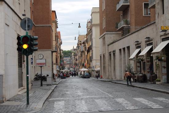 B&B 94Rooms Vatican : rua próxima ao hotel