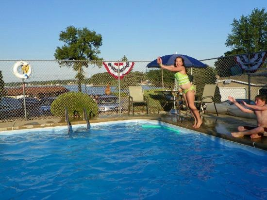 North Webster, IN: Beautiful Outdoor Pool