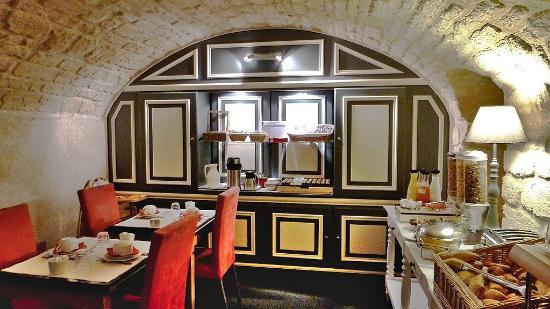 Petit salon chaleureux - Picture of Hotel Jardin Le Brea ...