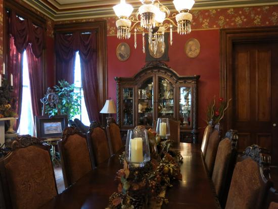 New Franklin, MO: Formal Dining Room