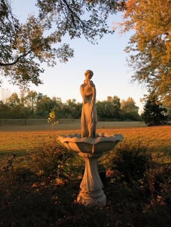 New Franklin, MO: Statuary