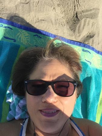 Webb's Scenic Surf Motel: Get a tan!