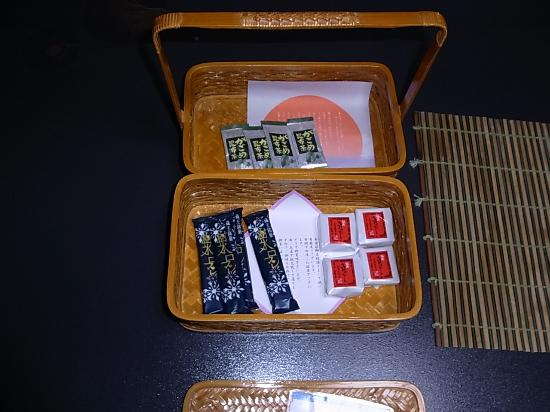 Wakamatsuya: 客室お菓子
