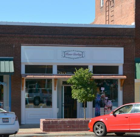 Mocksville, NC: Nice Shop with Great Selections