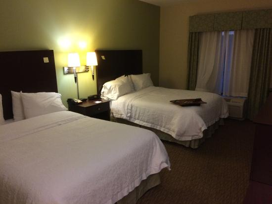 Hampton Inn Crossville: room 108