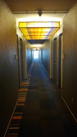 Aloft Houston by the Galleria: Long Hallway