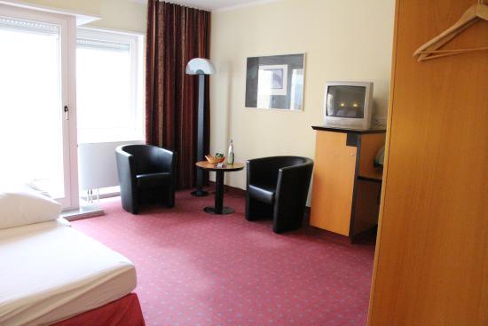 AZIMUT Hotel Dresden: habitacion