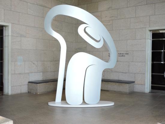 Ottawa, Kanada: Supernatural Eye (2006) by Haida artist Robert Davidson
