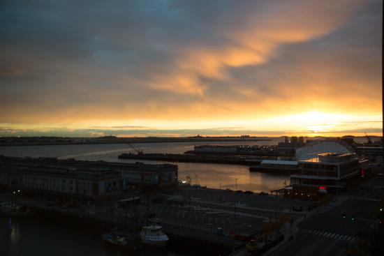 Seaport Boston Hotel : I was generally asleep at this hour, but twice I got up early enough to see this.