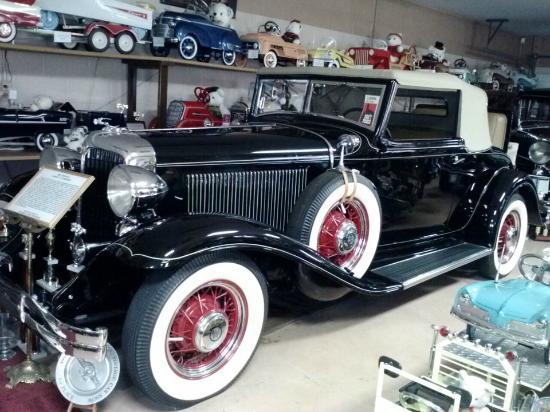 Seiverling Museum, LLC Car and Pedal Car Museum: Chrysler Classic Car