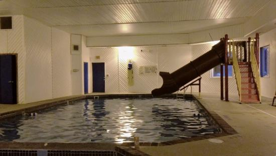 Super 8 by Wyndham Escanaba: The new pool slide