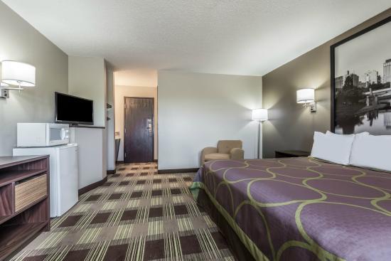 Kimball, NE: King Suite