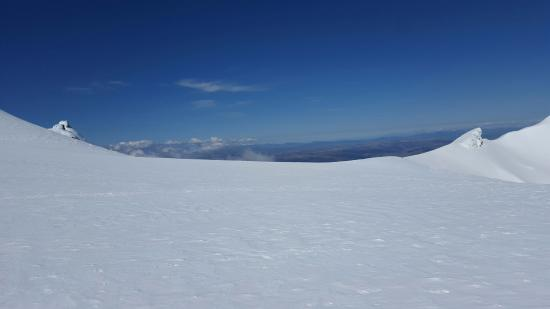 The Crossing Backpackers: Near the crater lake, in Winter not so far from the Tongariro Crossing