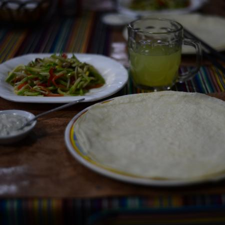 tashi I: Bobi with meat/vegetables and hot lemon-honey