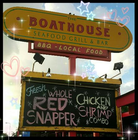 The Boathouse Restaurant: Awesome Food, Waterfront Dining, Daily Specials, Fresh Seafood, Friendly Staff!