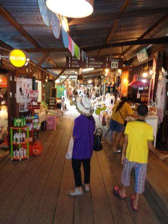 Ko Kloi Floating Market
