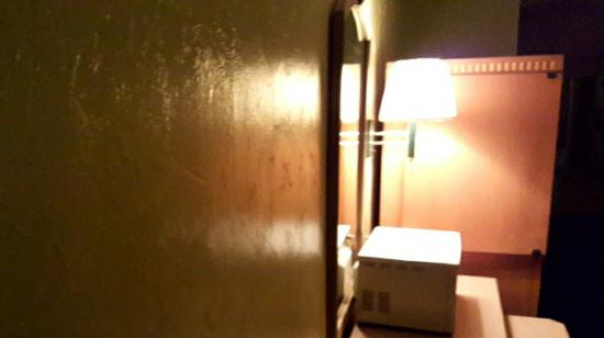 Travelers Inn Gainesville: 20151024_015245_large.jpg