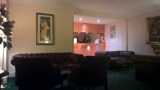 Roselawn Hotel