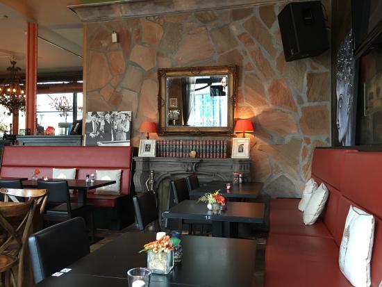 Interieur foto van grand cafe haagsche bluf den haag for Melchior interieur den haag