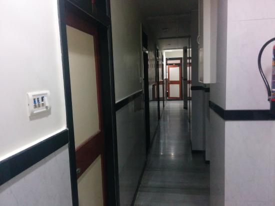 Hotel Travellers Inn: coridoors