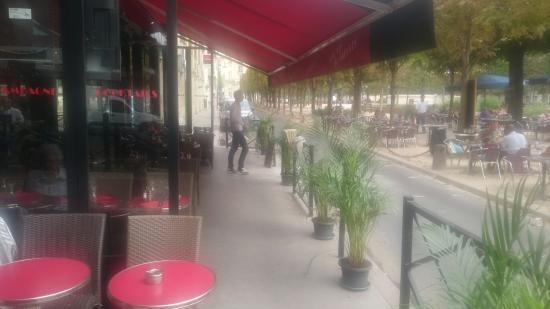 Garcon Cafe: Le garçon de café