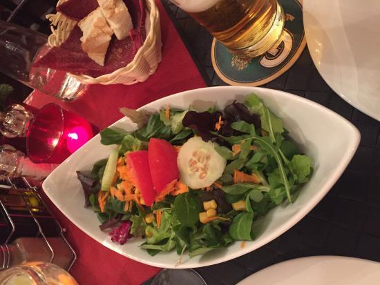 Trattoria Roma: Sehr leckeres Tiramisu, Spaghetti Cabonara, Salat, Parma Schinken mit Tomaten Mozzarella