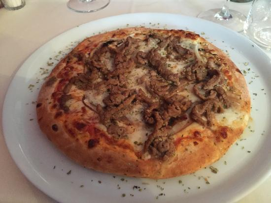 Etna: Pizza with veal