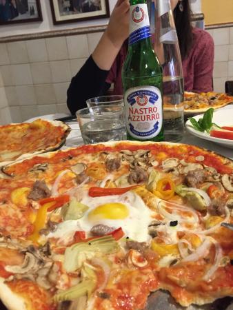 pizza da baffetto picture of pizzeria da baffetto rome tripadvisor. Black Bedroom Furniture Sets. Home Design Ideas