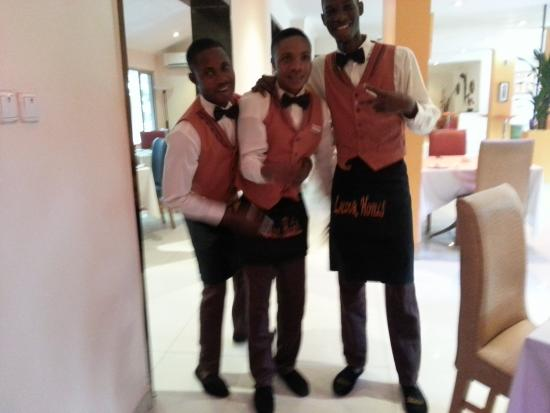 La Cour Hotel Cooper: friendly staff at la cour