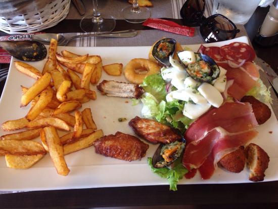 Brasserie de l'Ecluse: Ambiance chaleureuse et assiette de tapas a 21 euros