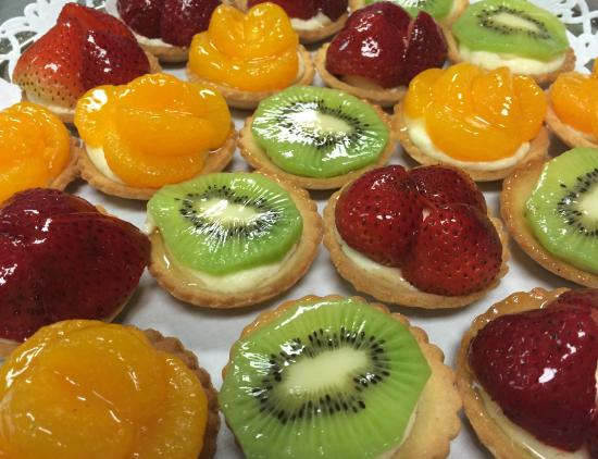 The French Bakery: Miniature Fruit Tarts
