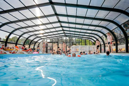 Piscine couverte picture of camping la puerta del sol for Camping saint malo piscine couverte