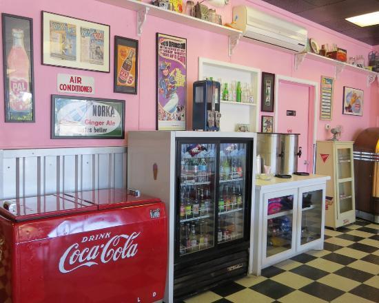 Holly Hop Ice Cream Shoppe: Interior