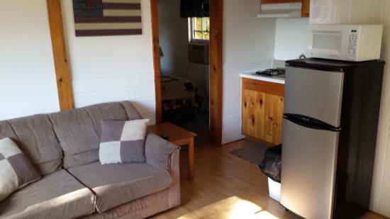 White Oak Motel & Cottages: living room