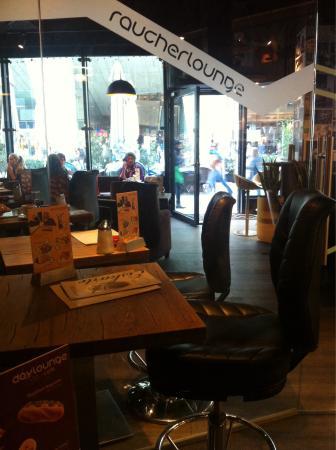 Daylounge Cafe. Bistro. Bar