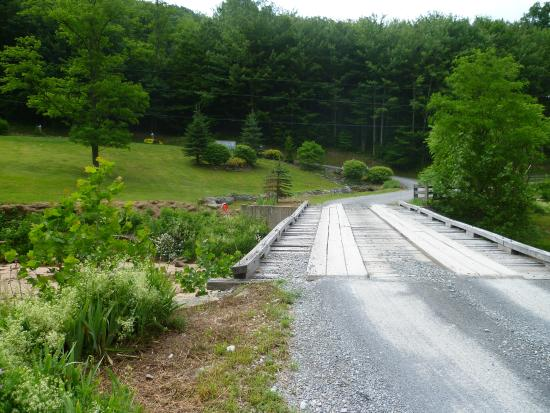 Slatyfork, WV: Access roadbridge to hotel