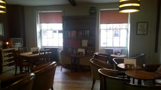 The King's Head Hotel: Libary Room