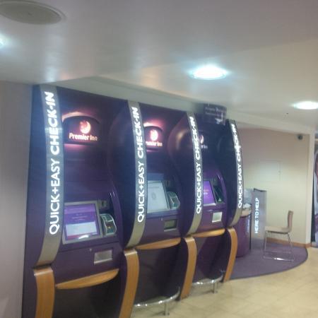 Premier Inn Luton (Airport) Hotel : Check-in